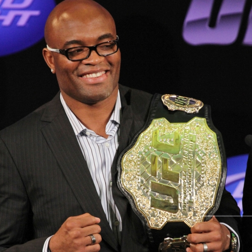 Anderson Silva com o cinturão dos medios do UFC