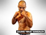 TIME WERDUM: Juliano Wandalen, o Ninja, tem 35 anos e 1,69 m. Nascido em Blumenau (SC), tem cartel de 7 vitórias e três derrotas. Ele estreou no TUF vencendo Henrique 'Sucuri'. O combate foi duro, mas Ninja conseguiu finalizar com um mata-leão no terceirou round