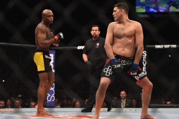 Nick Diaz provoca Anderson Silva durante UFC 183 (Reprodução Getty Images)
